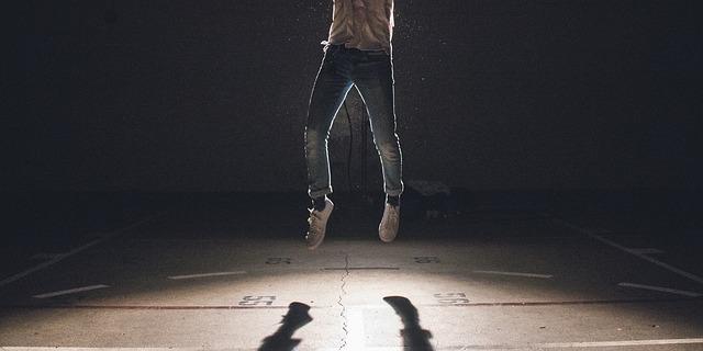 skok ve tmě